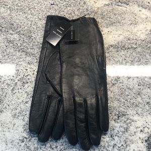 Leather gloves with touch screen capability